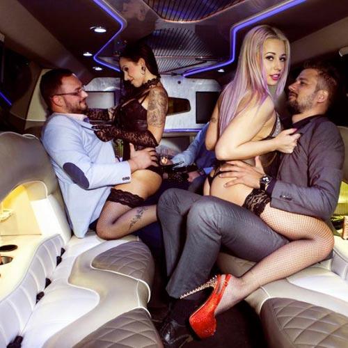 Stripteaseuse en limousine