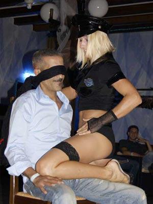 Stripteaseuse EVG Paris