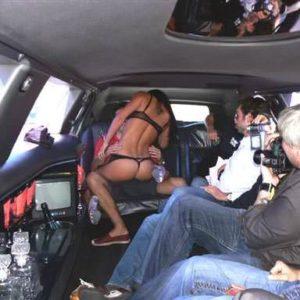 Stripteaseuse en limousine Paris
